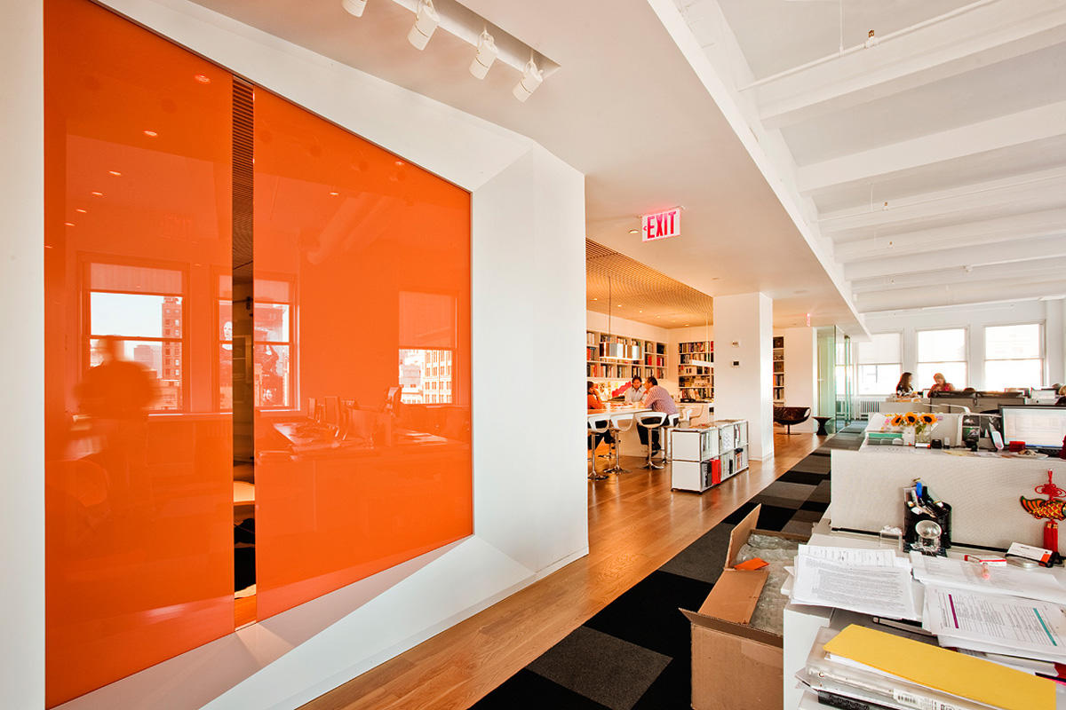 Partition wall with vivichrome chromis glass shown in view configuration with custom color interlayer and standard finish at m moser associates new york